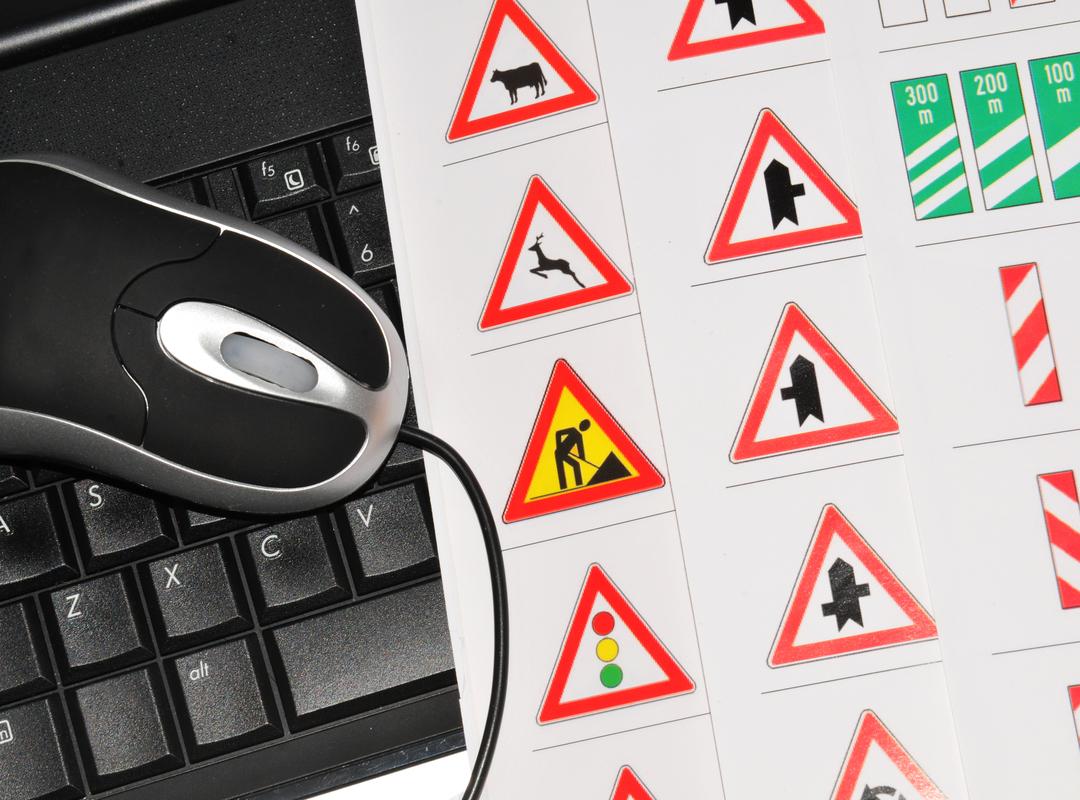 Meulebeke controleert of verkeersborden te laag hangen