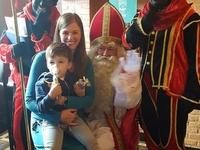 De kleine Nathan en Isolde waren zeer blij met het bezoek van de Sint